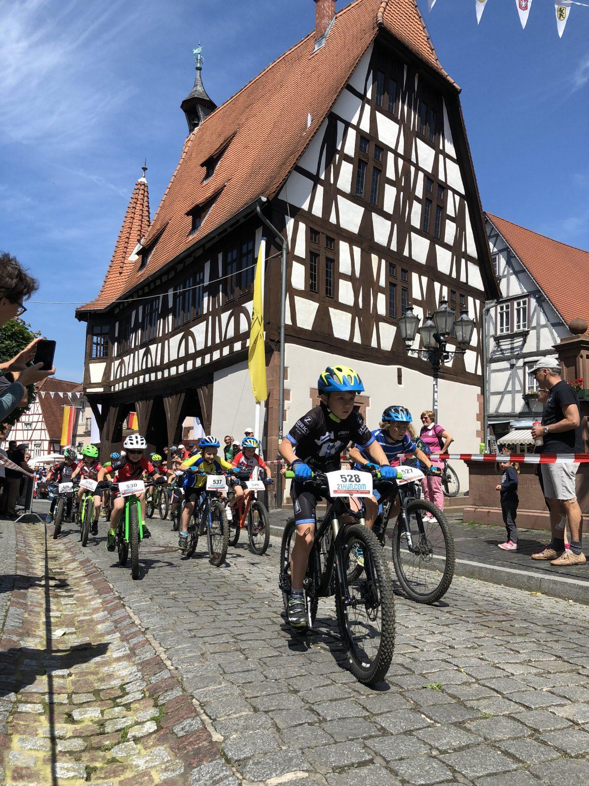 Vier Podestplätze beim Heimspiel für die Radsportler des  TV-Dorf Erbach
